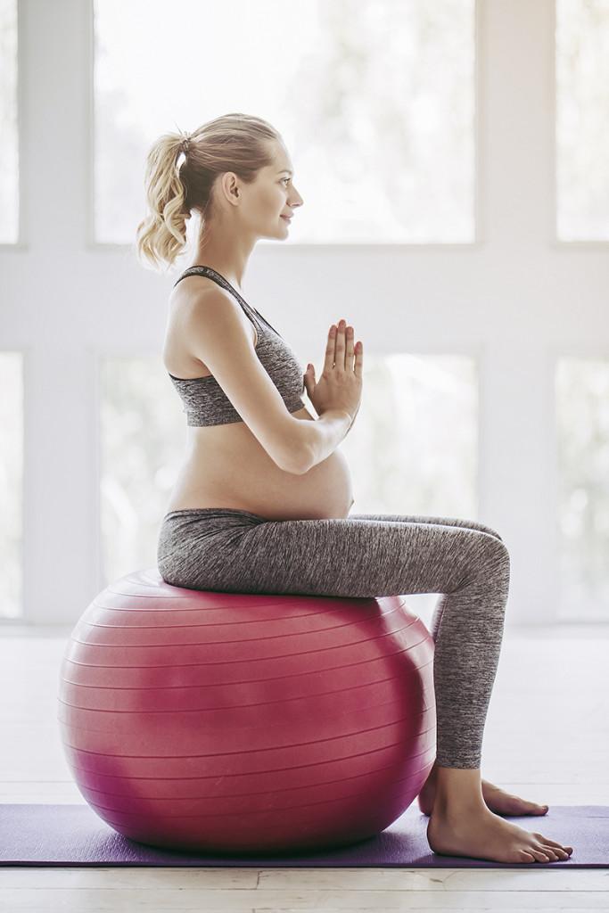 Pregnant woman workout.